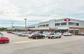 Strip mall for rent in Repentigny at Place-Laurentien - Photo 01 - RentersPages – L182900