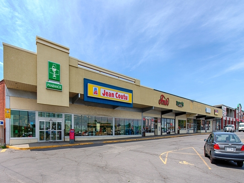 Strip mall for rent in Dorval at Centre-Rond-Point-Dorval - Photo 02 - RentersPages – L18502