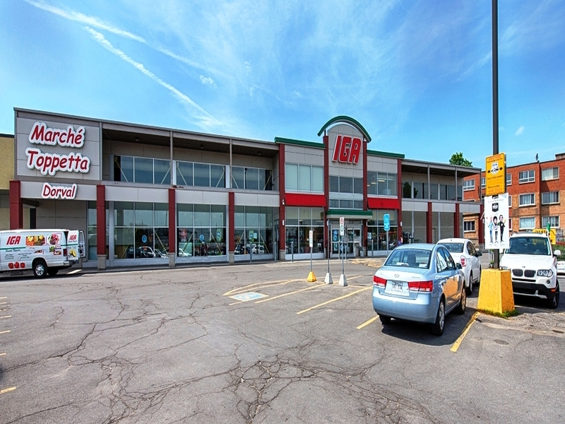 Strip mall for rent in Dorval at Centre-Rond-Point-Dorval - Photo 03 - RentersPages – L18502