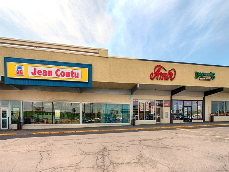 Strip mall for rent in Dorval at Centre-Rond-Point-Dorval - Photo 04 - RentersPages – L18502