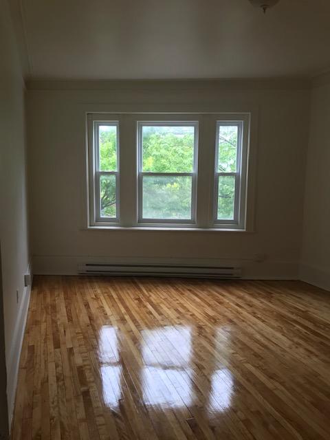 3 bedroom Apartments for rent in Notre-Dame-de-Grace at 5621-5627 Sherbrooke West - Photo 11 - RentersPages – L401599