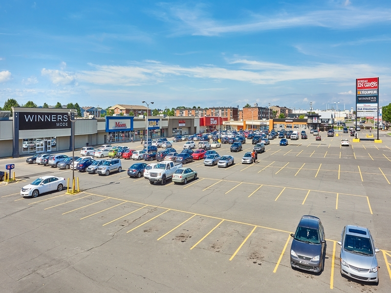 Strip mall for rent in Levis at Kennedy-Place - Photo 02 - RentersPages – L182898