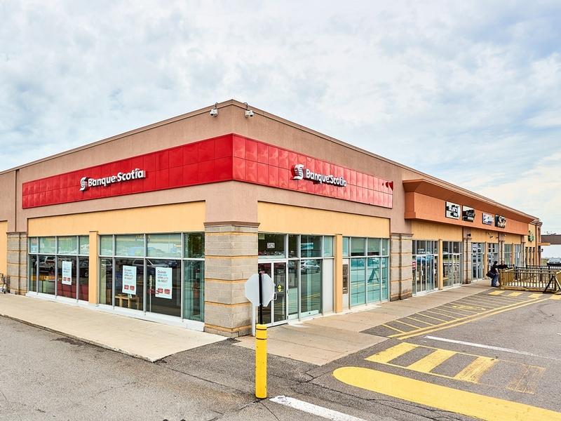Shopping center for rent in Ville St-Laurent - Bois-Franc at Mega-Centre - Photo 04 - RentersPages – L181770