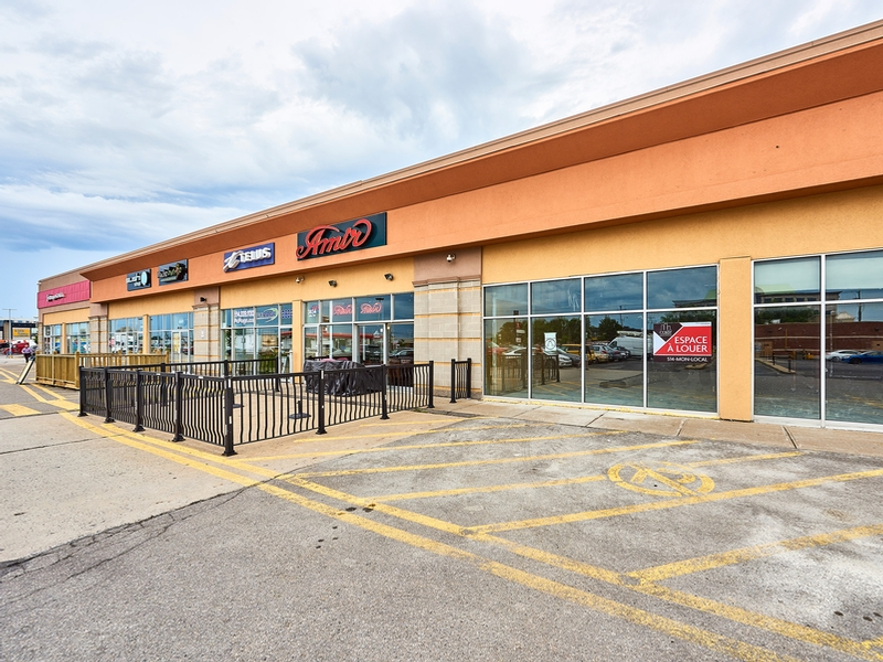 Shopping center for rent in Ville St-Laurent - Bois-Franc at Mega-Centre - Photo 05 - RentersPages – L181770