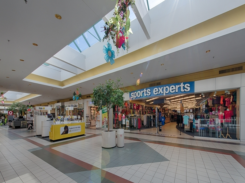 Shopping center for rent in Victoriaville at Grande-Place-Des-Bois-Francs - Photo 02 - RentersPages – L180998
