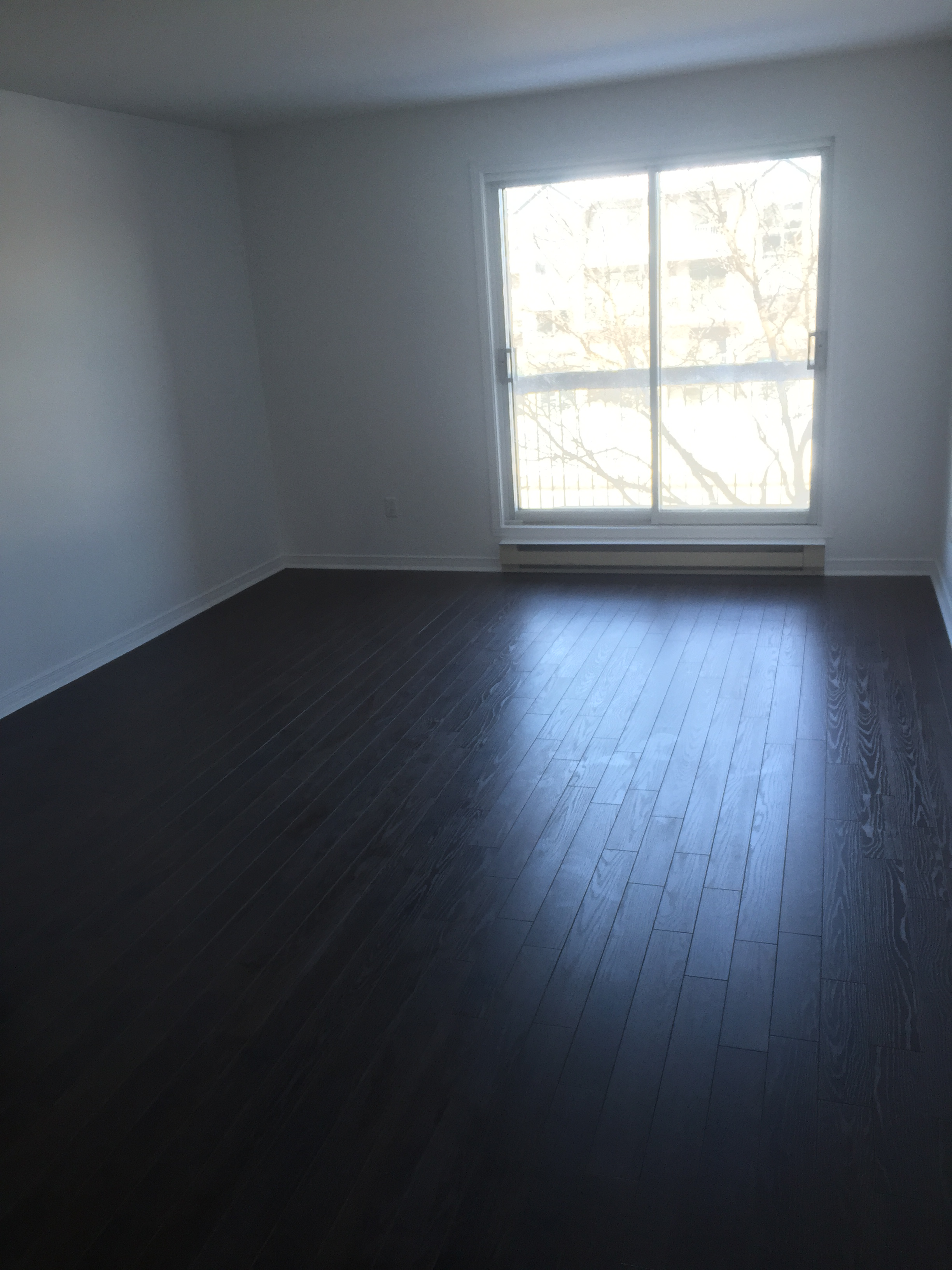 1 bedroom Apartments for rent in Pierrefonds-Roxboro at 18045-18125 Pierrefonds Boulevard - Photo 01 - RentersPages – L22166
