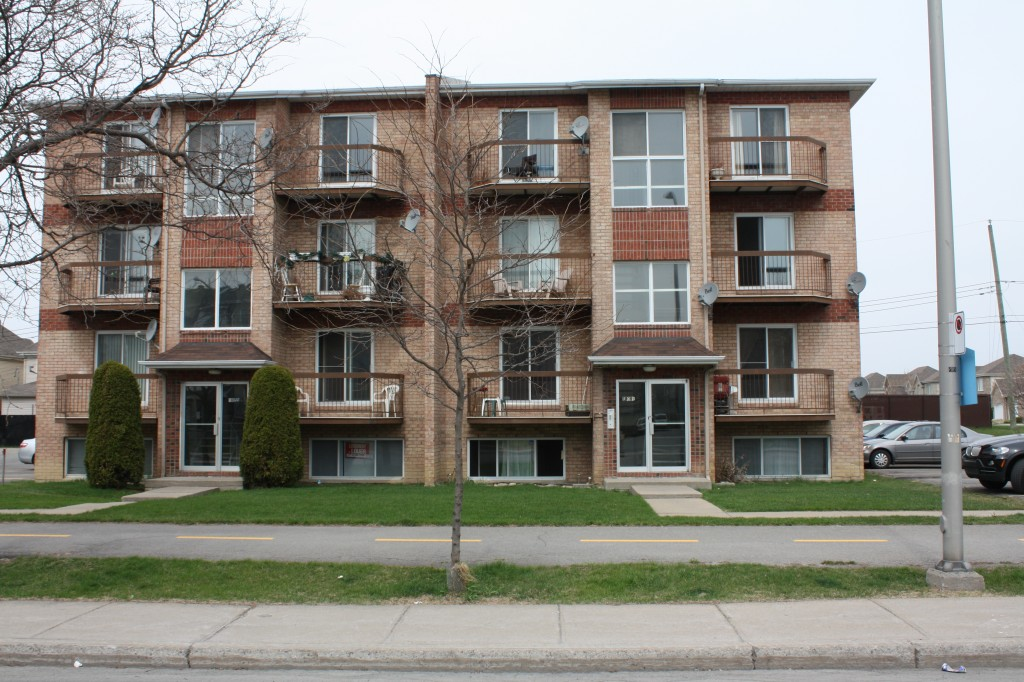 1 bedroom Apartments for rent in Pierrefonds-Roxboro at 18045-18125 Pierrefonds Boulevard - Photo 02 - RentersPages – L22166