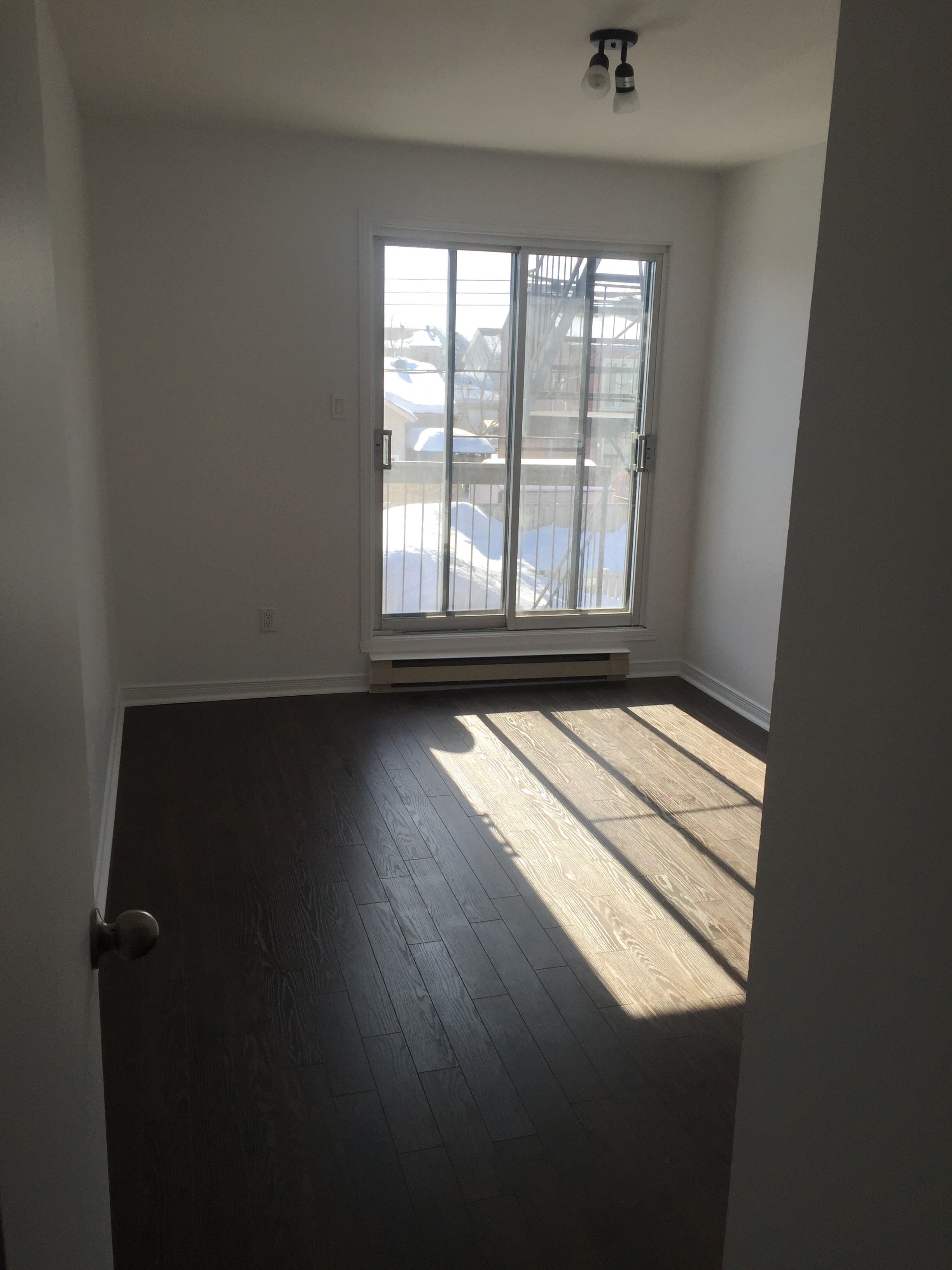 1 bedroom Apartments for rent in Pierrefonds-Roxboro at 18045-18125 Pierrefonds Boulevard - Photo 03 - RentersPages – L22166