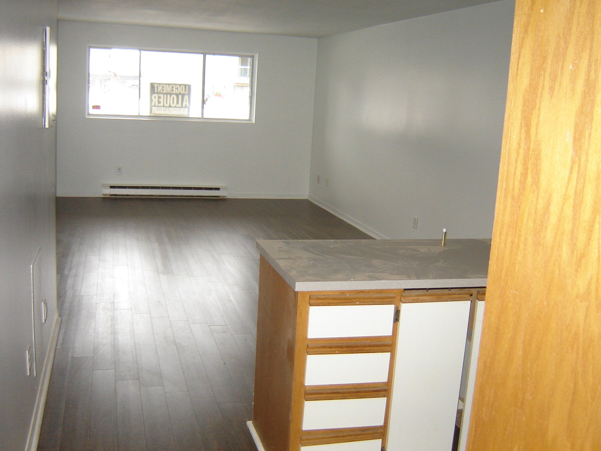 1 bedroom Apartments for rent in Pierrefonds-Roxboro at 18045-18125 Pierrefonds Boulevard - Photo 04 - RentersPages – L22166