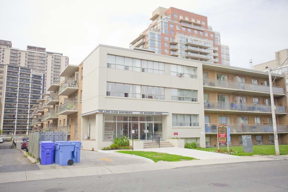 1 bedroom Apartments for rent in Toronto at Broadway - Photo 02 - RentersPages – L395846