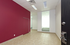 General office for rent in Ville St-Laurent - Bois-Franc at 750 Marcel Laurin - Photo 01 - RentersPages – L12789
