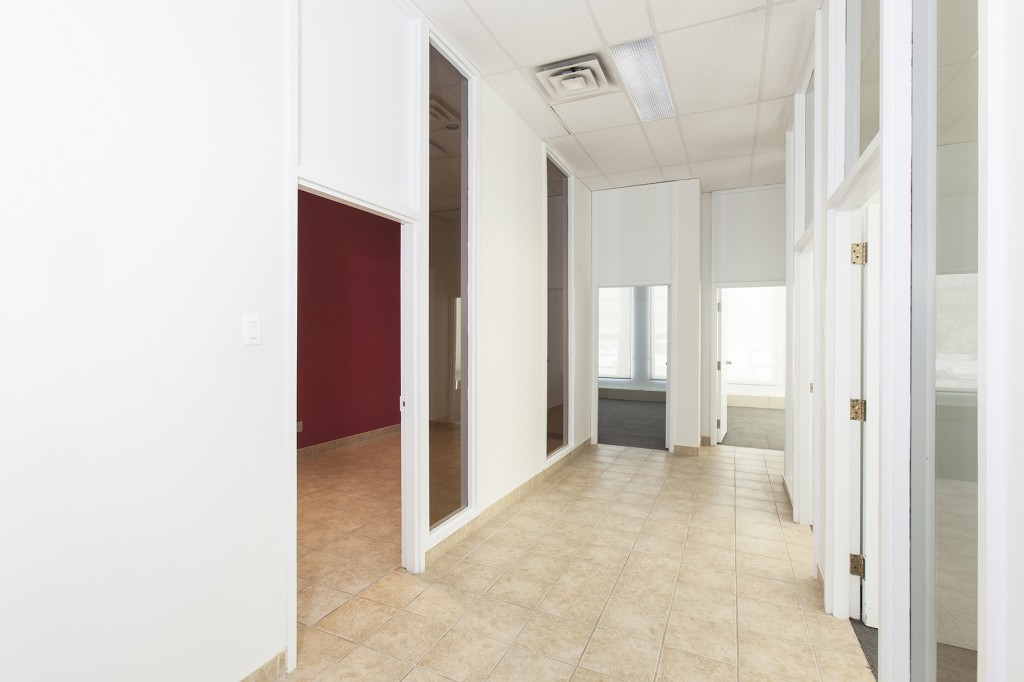 General office for rent in Ville St-Laurent - Bois-Franc at 750 Marcel Laurin - Photo 04 - RentersPages – L12789