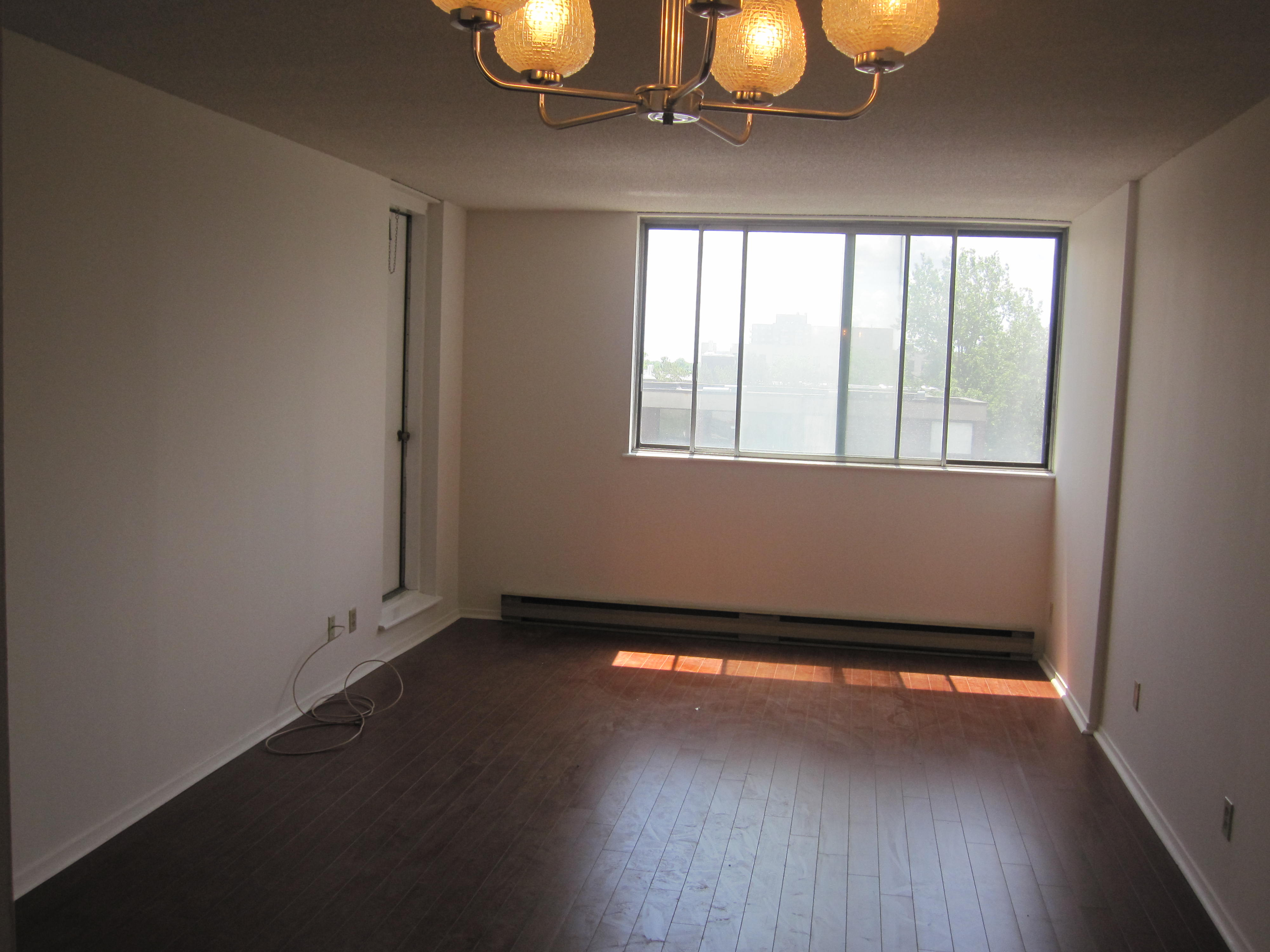 2 bedroom Apartments for rent in Cote-St-Luc at 6555 Kildare - Photo 03 - RentersPages – L19481