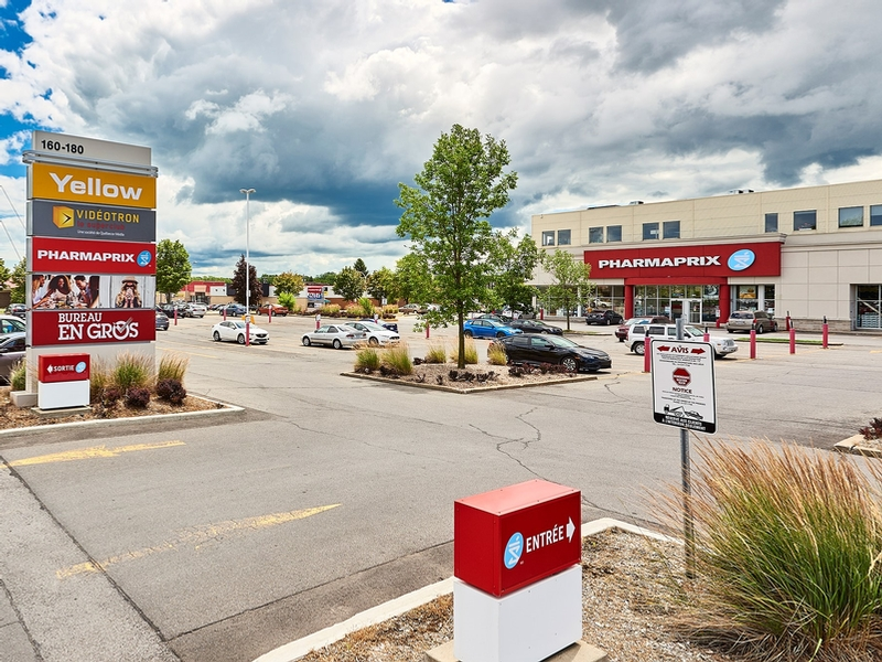 Strip mall for rent in Chateauguay at Chateauguay Shopping Centre - Photo 03 - RentersPages – L181579