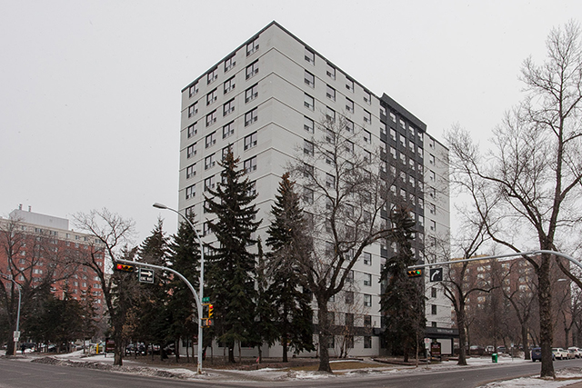 Studio / Bachelor Apartments for rent in Edmonton at Grandin Tower - Photo 02 - RentersPages – L395701