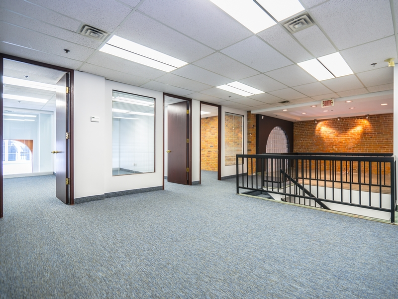 General office for rent in Montreal (Downtown) at Le-204-St-Sacrement - Photo 02 - RentersPages – L183183