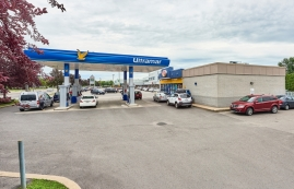 Strip mall for rent in Repentigny at Place-Laurentien - Photo 01 - RentersPages – L182901