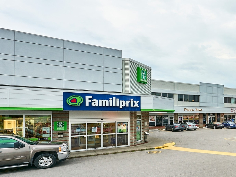 Strip mall for rent in Repentigny at Place-Laurentien - Photo 02 - RentersPages – L182901