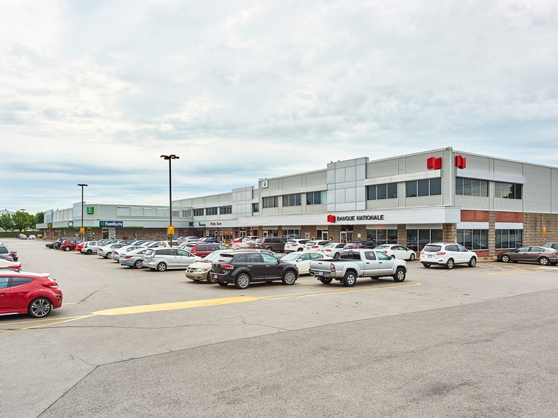 Strip mall for rent in Repentigny at Place-Laurentien - Photo 03 - RentersPages – L182901