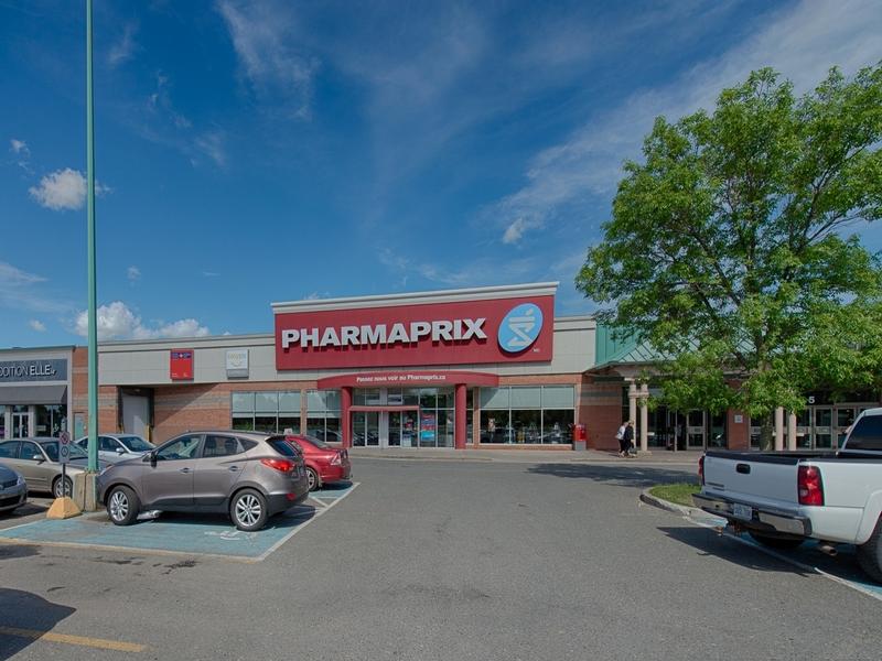 Shopping center for rent in Victoriaville at Grande-Place-Des-Bois-Francs - Photo 02 - RentersPages – L180994