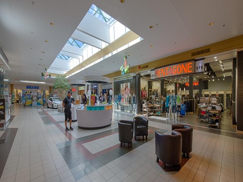 Shopping center for rent in Victoriaville at Grande-Place-Des-Bois-Francs - Photo 04 - RentersPages – L180994