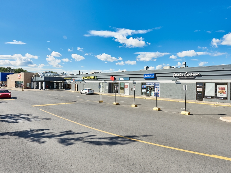 Shopping center for rent in Longueuil at Place-Desormeaux - Photo 02 - RentersPages – L182823