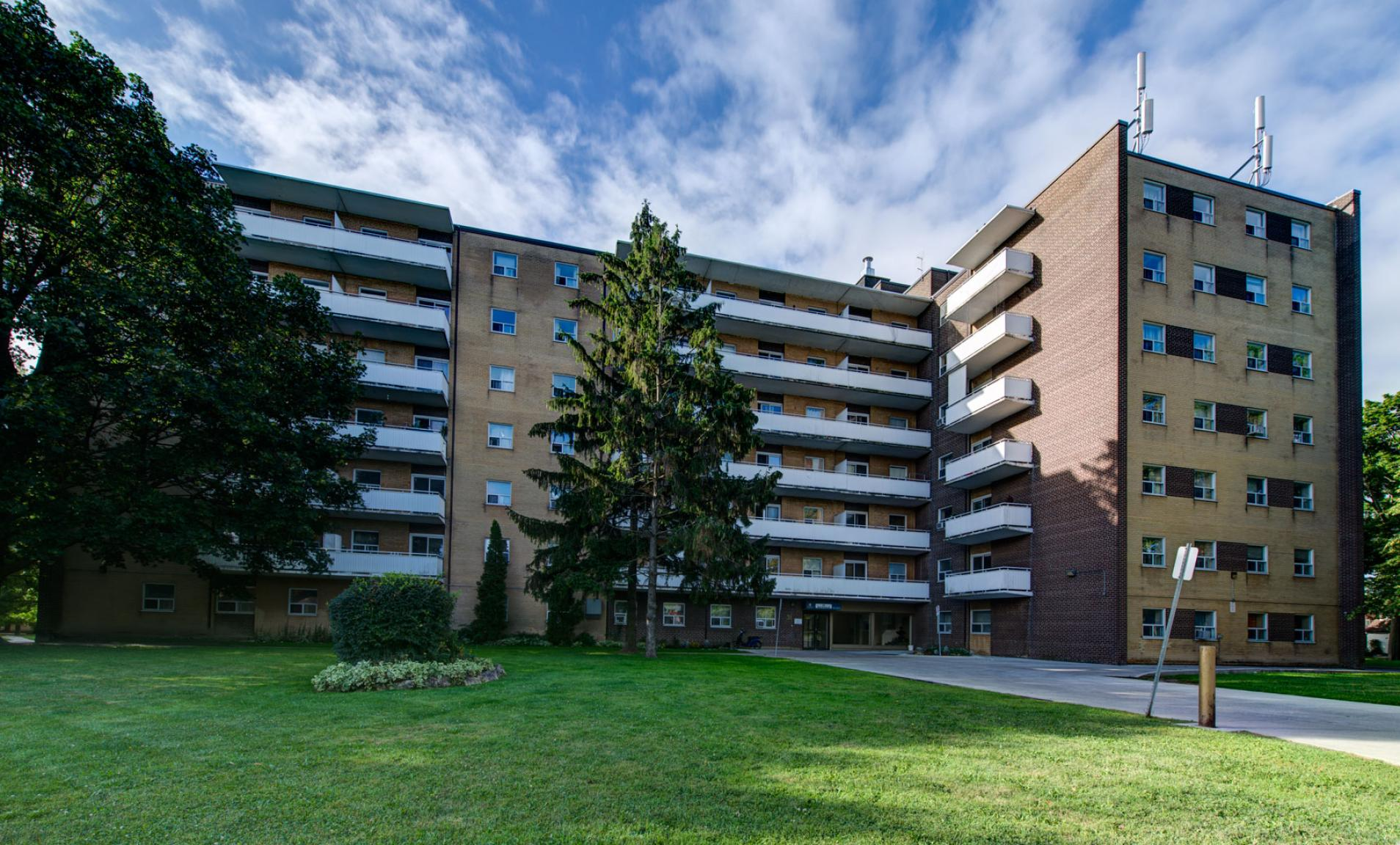 1 bedroom Apartments for rent in Toronto at Lake Promenade Community - Photo 01 - RentersPages – L157717