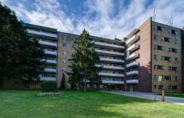 Studio / Bachelor Apartments for rent in Toronto at Lake Promenade Community - Photo 01 - RentersPages – L400134