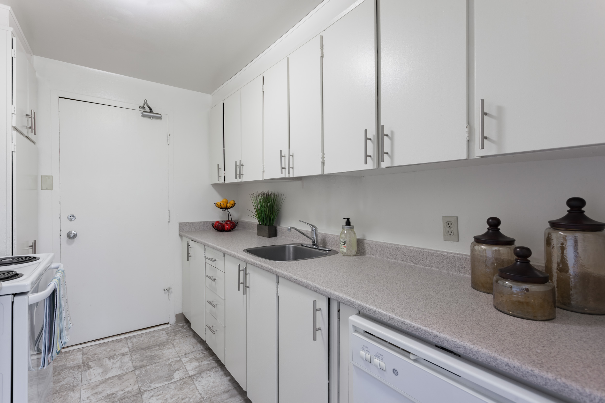 1 bedroom Apartments for rent in Ottawa at Faircrest - Photo 04 - RentersPages – L401056