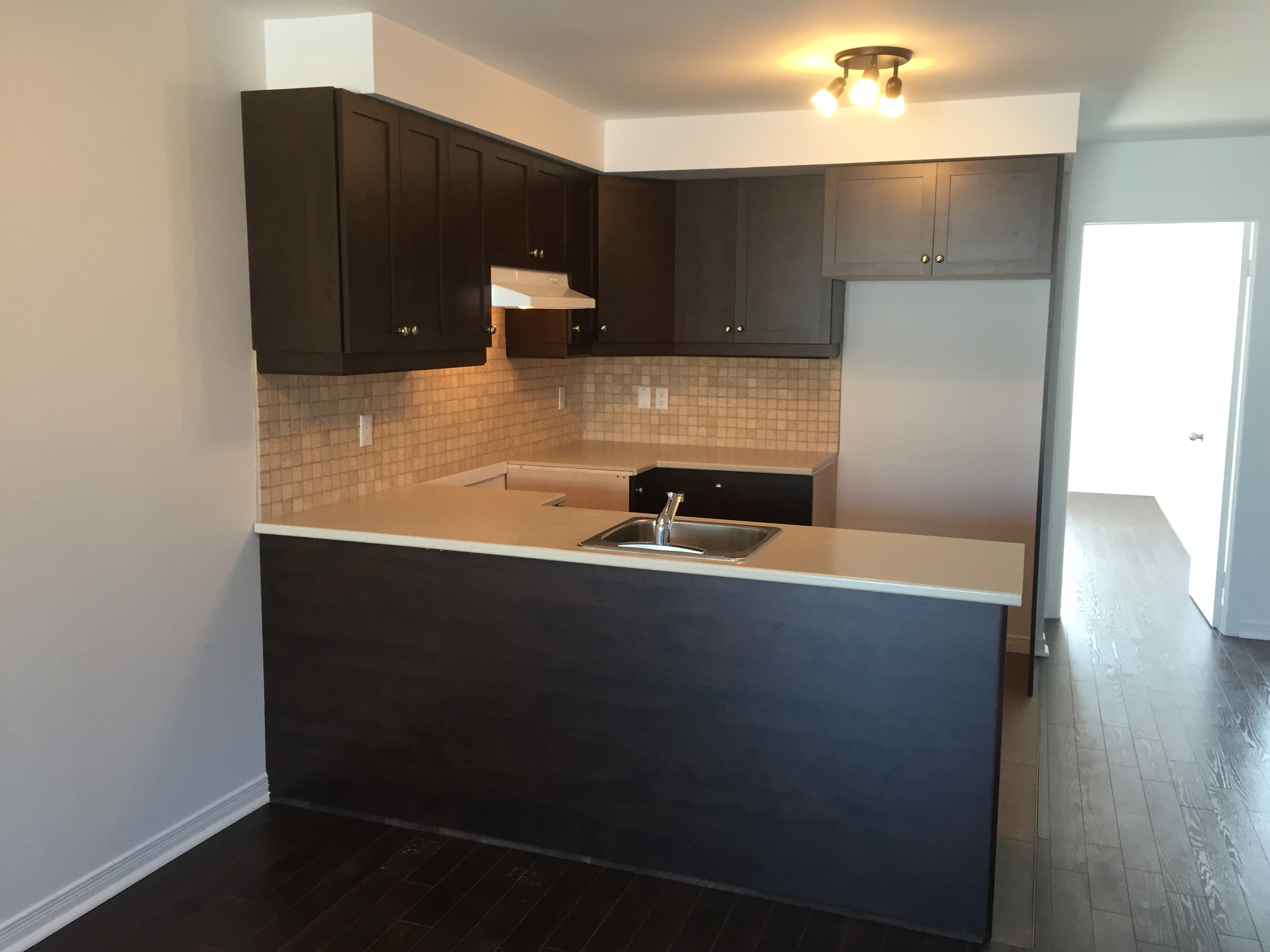 2 bedroom Apartments for rent in Pierrefonds-Roxboro at 18045-18125 Pierrefonds Boulevard - Photo 04 - RentersPages – L266033