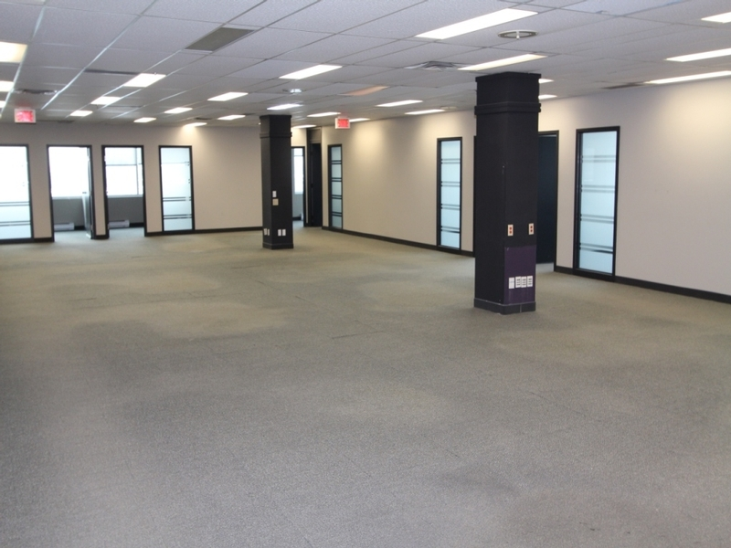 General office for rent in Cote-des-Neiges at 8000-Decarie - Photo 03 - RentersPages – L183085