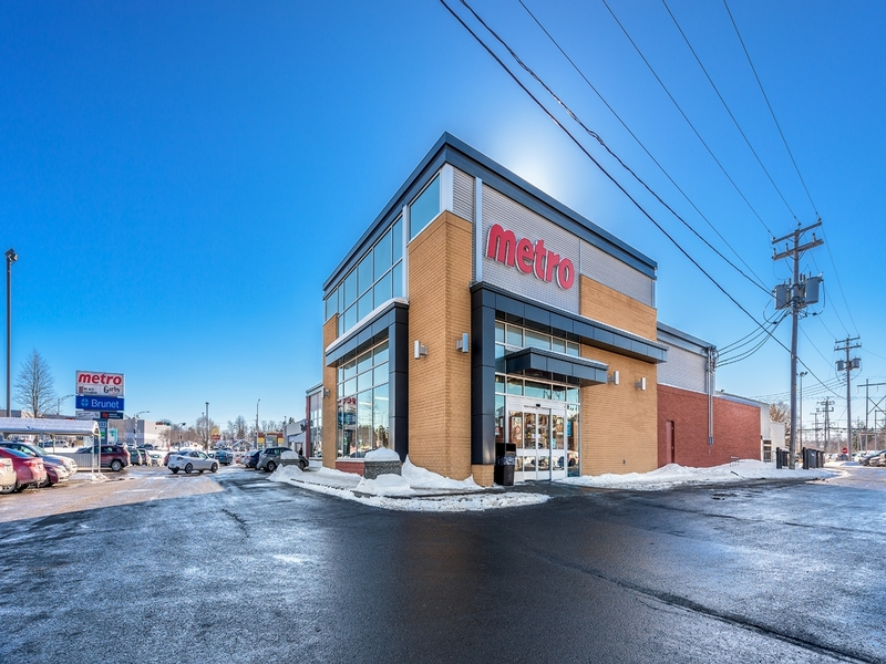 Shopping center for rent in Levis at Place-Charny - Photo 01 - RentersPages – L181007