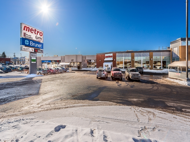 Shopping center for rent in Levis at Place-Charny - Photo 02 - RentersPages – L181007
