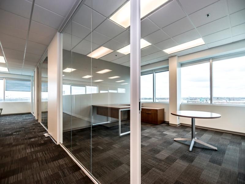 General office for rent in Ville St-Laurent - Bois-Franc at Hypertec-Center - Photo 01 - RentersPages – L181000