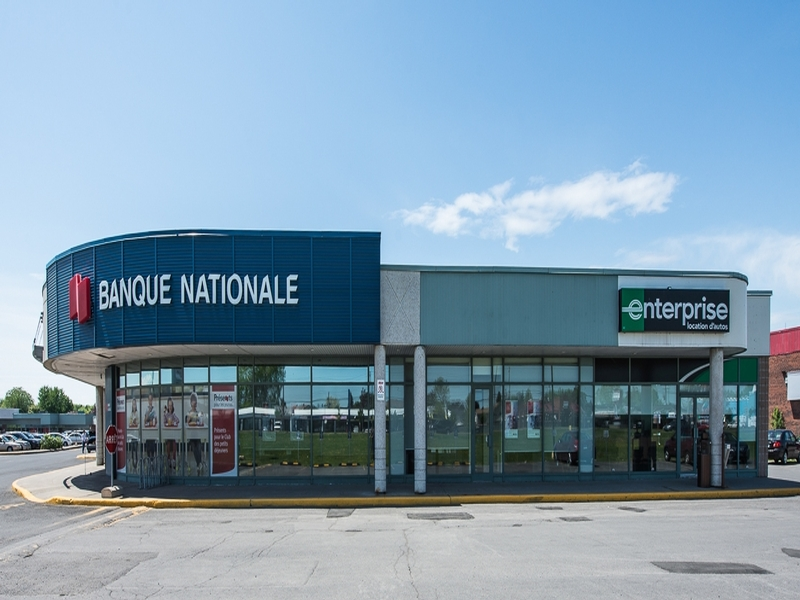 Shopping center for rent in Brossard at Carrefour Pelletier - Photo 03 - RentersPages – L18551