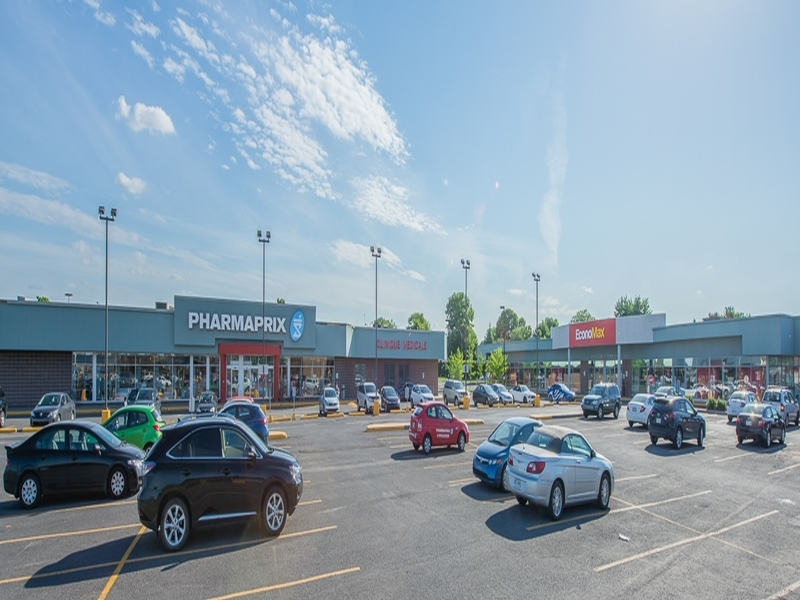 Shopping center for rent in Brossard at Carrefour Pelletier - Photo 04 - RentersPages – L18551