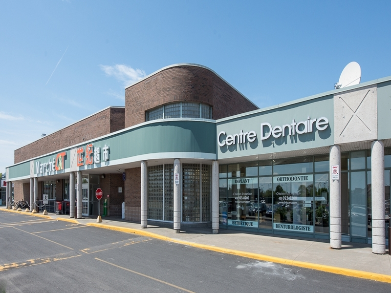 Shopping center for rent in Brossard at Carrefour Pelletier - Photo 07 - RentersPages – L18551