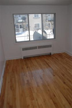2 bedroom Apartments for rent in Notre-Dame-de-Grace at 2410-2420 Madison - Photo 02 - RentersPages – L9636