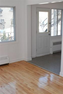 2 bedroom Apartments for rent in Notre-Dame-de-Grace at 2410-2420 Madison - Photo 04 - RentersPages – L9636
