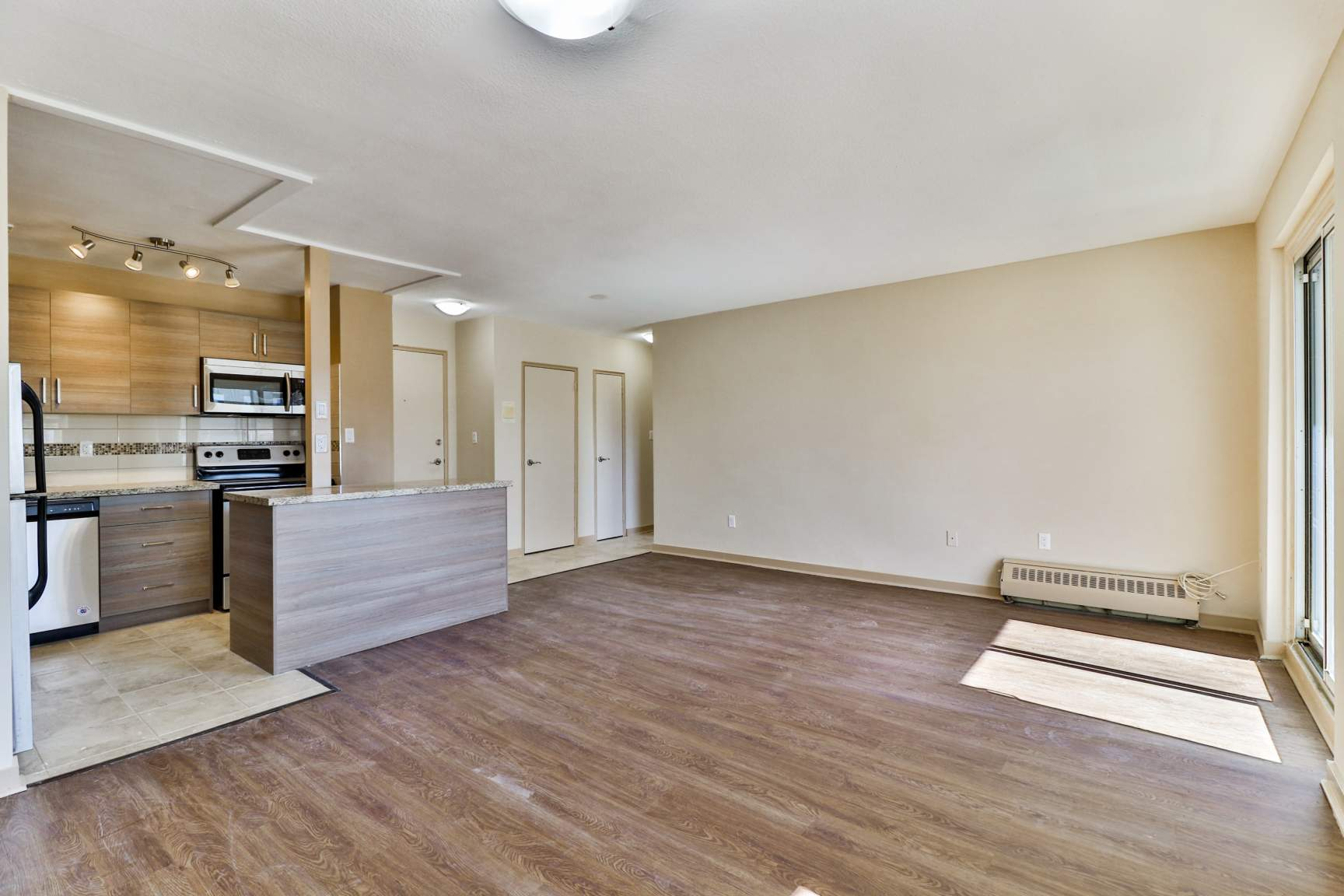 2 bedroom Apartments for rent in Toronto at Lake Promenade Community - Photo 08 - RentersPages – L138882