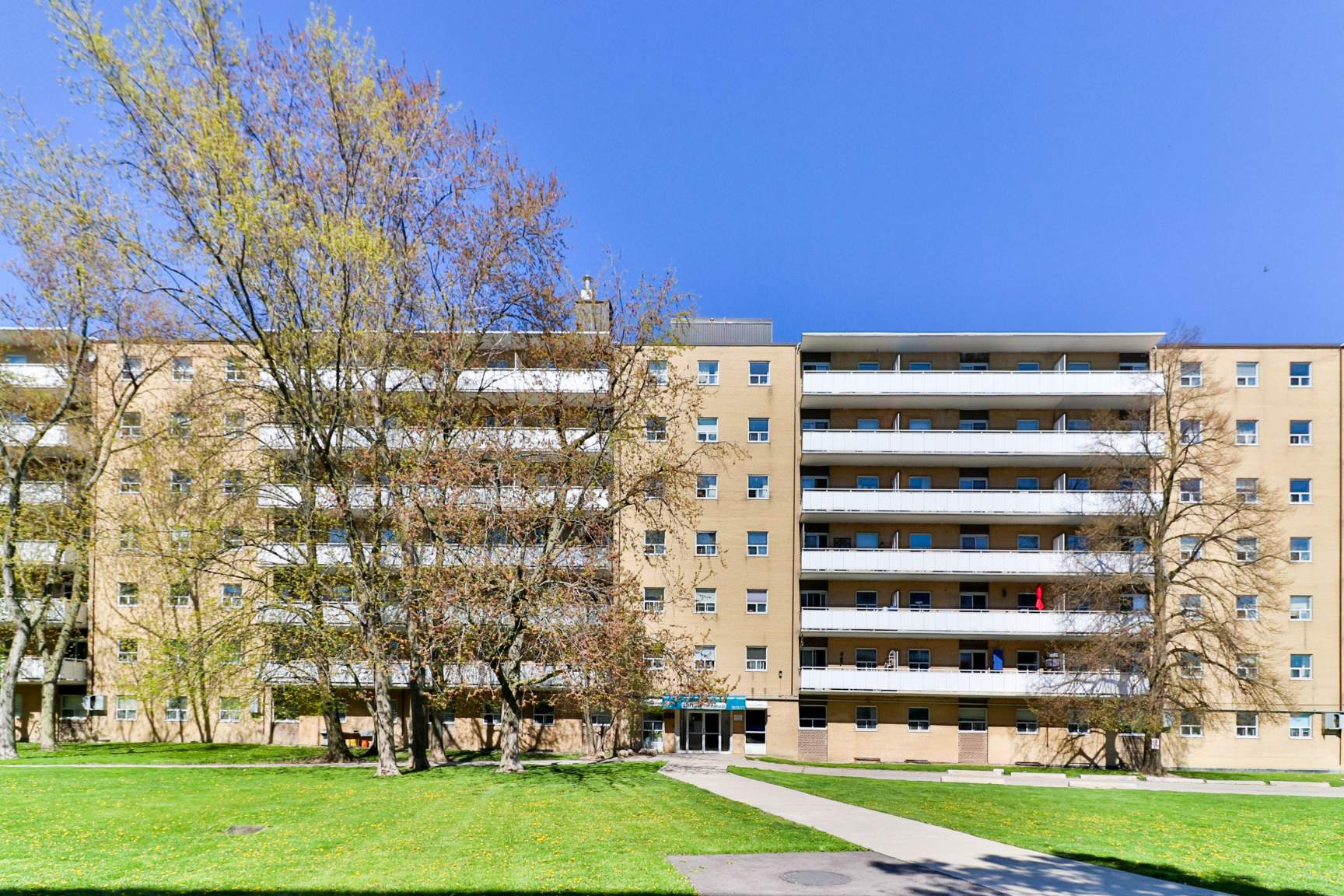 2 bedroom Apartments for rent in Toronto at Lake Promenade Community - Photo 01 - RentersPages – L138882