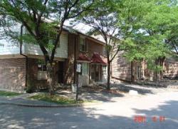 3 bedroom Townhouses for rent in Burlington at Clairton Village - Photo 01 - RentersPages – L3830