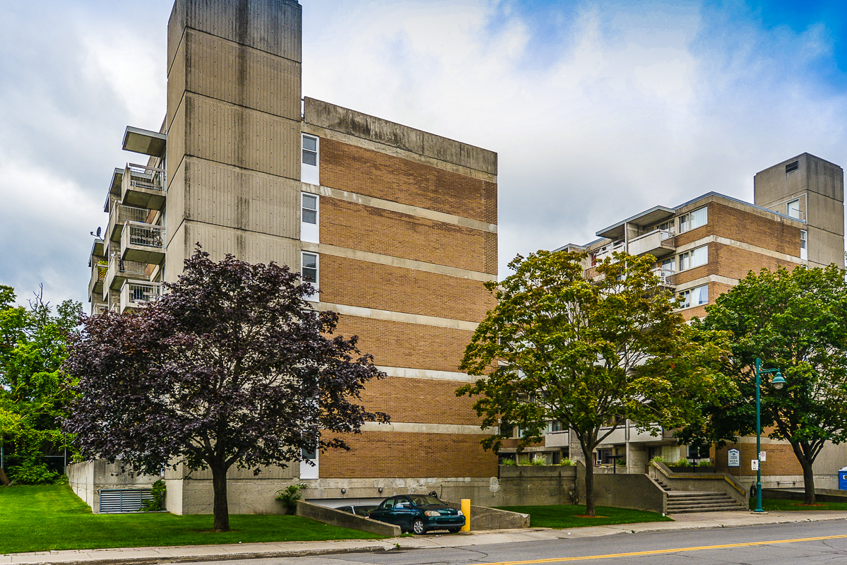 Studio / Bachelor Apartments for rent in Dorval at Tours Dorval - Photo 02 - RentersPages – L5544
