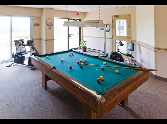Studio / Bachelor Independent living retirement homes for rent in Quebec City at Manoir Manrese - Photo 03 - RentersPages – L19581