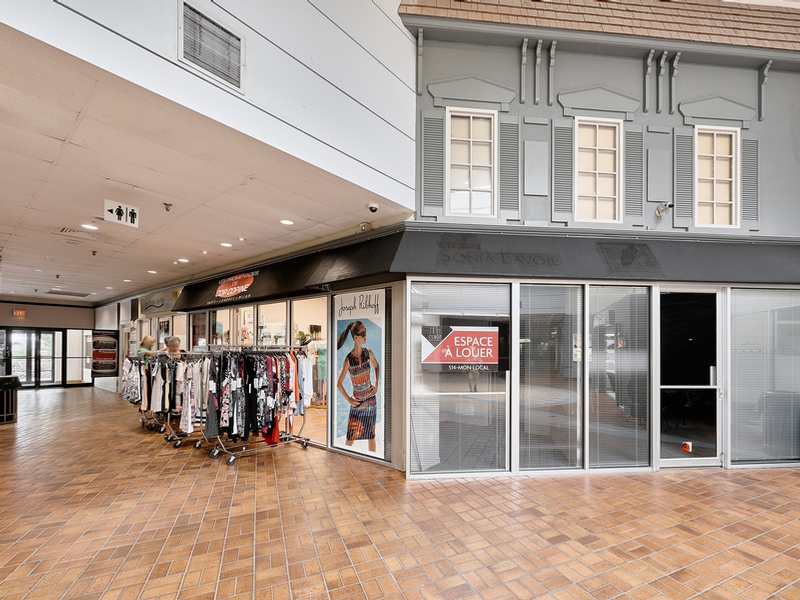Shopping center for rent in Nuns' Island at Le-Village-Shopping-Centre - Photo 02 - RentersPages – L181769