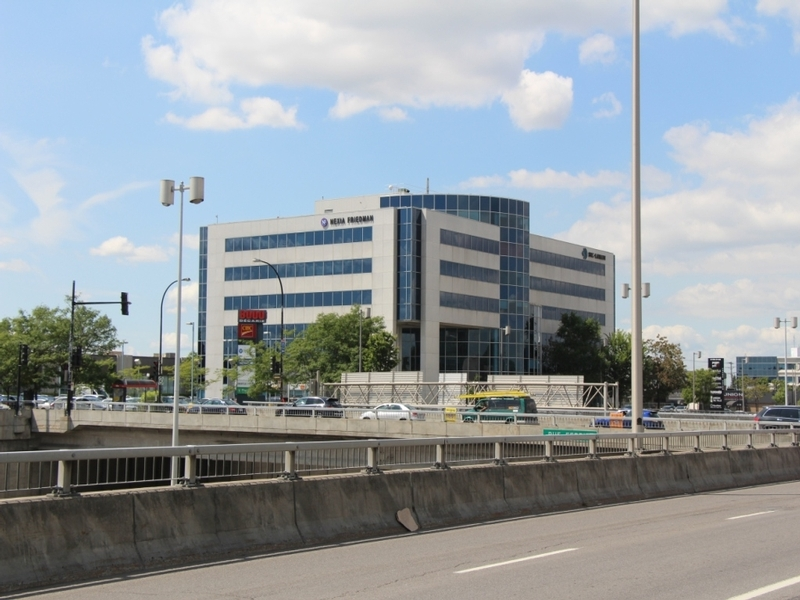General office for rent in Cote-des-Neiges at 8000-Decarie - Photo 01 - RentersPages – L183124
