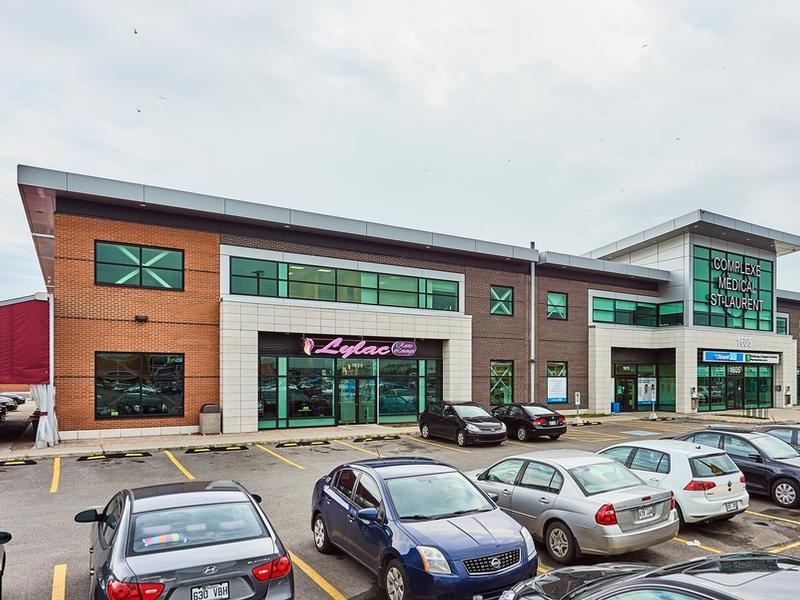 Shopping center for rent in Ville St-Laurent - Bois-Franc at Marcel-Laurin-Shopping-Centre - Photo 01 - RentersPages – L181757