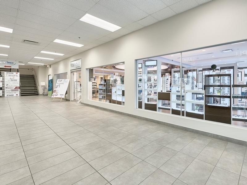 Shopping center for rent in Ville St-Laurent - Bois-Franc at Marcel-Laurin-Shopping-Centre - Photo 03 - RentersPages – L181757