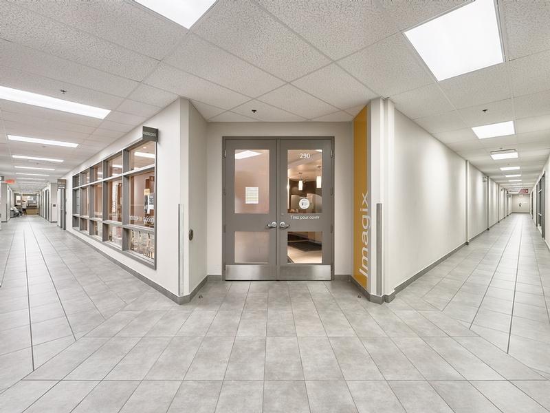 Shopping center for rent in Ville St-Laurent - Bois-Franc at Marcel-Laurin-Shopping-Centre - Photo 05 - RentersPages – L181757