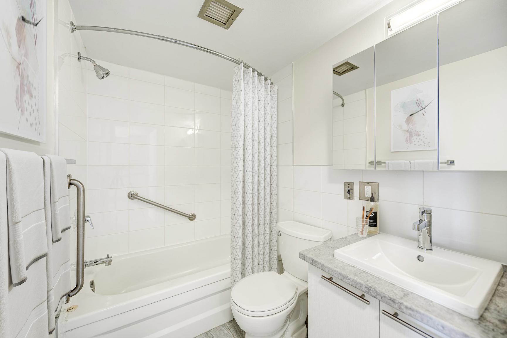 1 bedroom Apartments for rent in Laval at Le Quatre Cent - Photo 05 - RentersPages – L407184